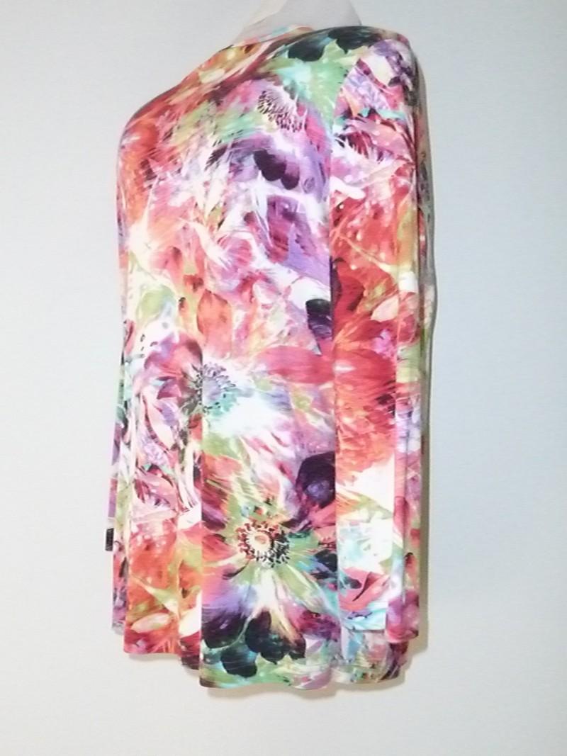 Felgekleurde bloes met decoratieve knopen