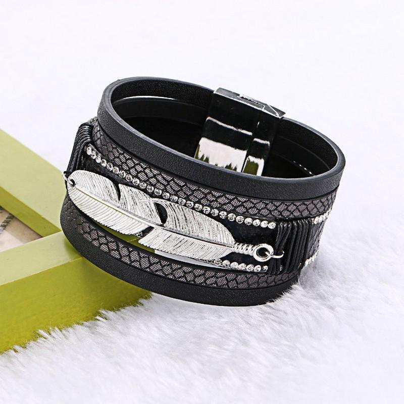 Lederen multilagen armband met veertje